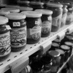 Etagère épicerie russe conserves
